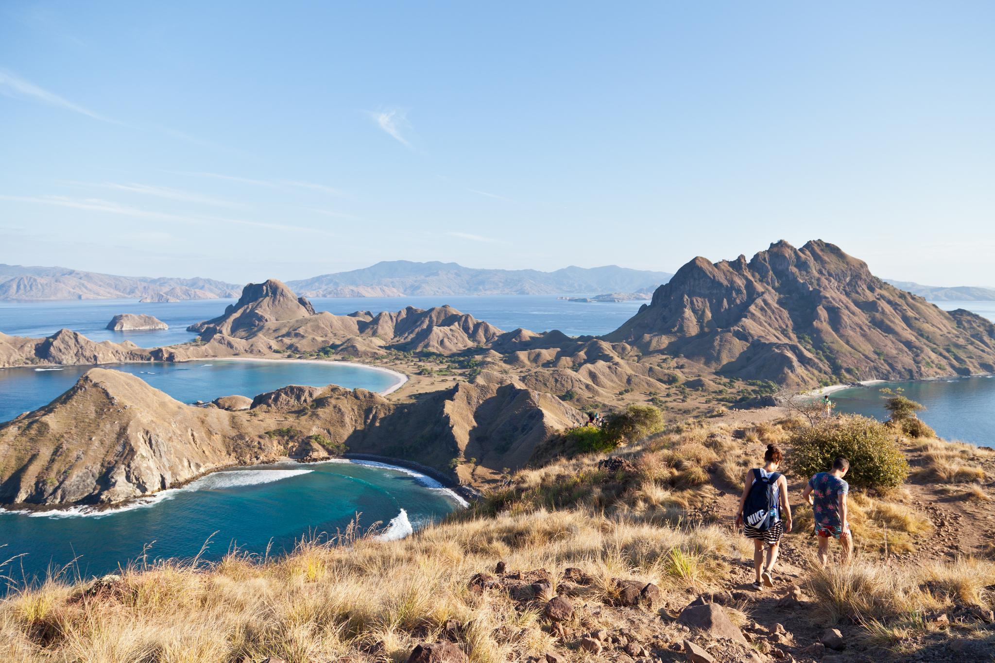 인도네시아 코모도 국립공원은 26개 섬으로 이뤄졌다. 2020년 한 해 동안 가장 큰 섬 '코모도'가 폐쇄되지만 다른 섬은 갈 수 있다. 사진은 하이킹 코스로 인기인 파다르 섬. 남쪽 정상부에 오르면 색깔이 다른 해변 3개가 한눈에 들어온다. 최승표 기자