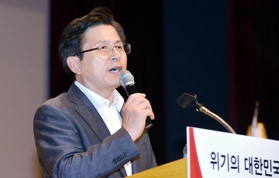 황교안 자유한국당 대표가 26일 오후 대전 서구문화원에서 열린 대전시당 당원 교육에 참석, 특강하고 있다. 프리랜서 김성태