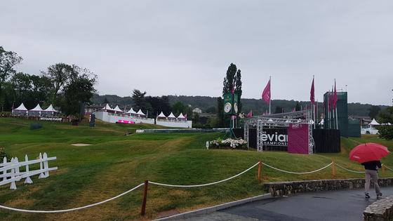 28일 LPGA 투어 에비앙 챔피언십이 열리고 있는 프랑스 에비앙 레뱅의 에비앙 리조트 골프장에 비가 내리고 있다. 에비앙 레뱅(프랑스)=김지한 기자