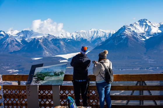 밴프 국립공원은 북미의 척추 로키 산맥에서도 가장 아름다운 풍광을 자랑하는 곳으로 꼽힌다. [사진 캐나다관광청]