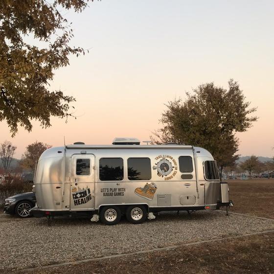 카카오게임즈가 직원들에게 무료로 빌려주는 캠핑용 트레일러. 1박2일 동안 무료로 사용할 수 있다. [사진 카카오게임즈]
