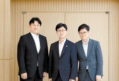 왼쪽부터 오태웅 교수, 김성주 구의원, 이승호 사무총장. [사진 청년인력개발원]