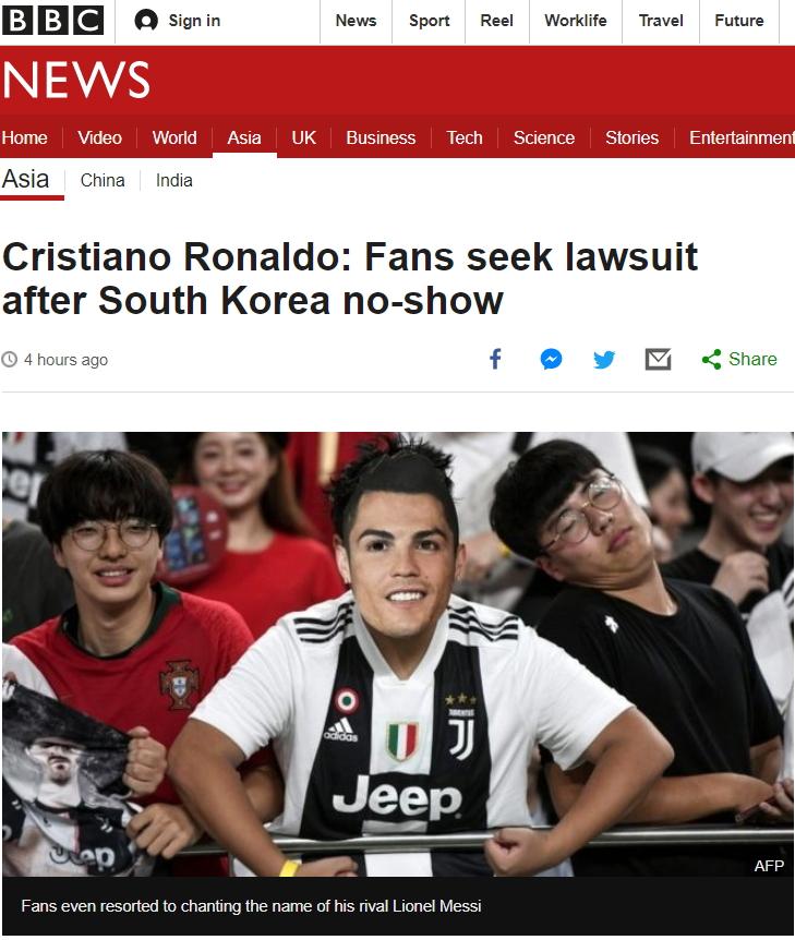 영국 BBC도 31일 호날두 노쇼 사태를 보도하면서 분노한 한국팬이 소송을 준비하고 있다고 전했다. 한 한국팬이 호날두 가면을 쓰고 유벤투스 유니폼을 입은 사진을 올렸다. 호날두가 결장하자 호날두 라이벌인 메시를 외치기도 했다고 전했다.[사진 BBC 캡처]