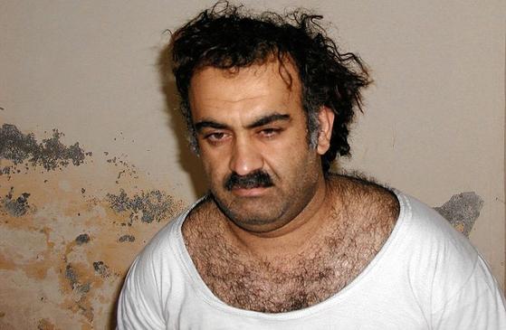 2003년 3월 1일 파키스탄 라왈핀디에서 체포될 당시 칼리드 셰이크 모하메드의 모습 [미 법무부 제공]