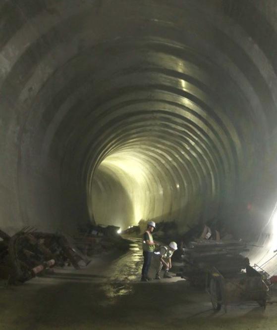 31일 폭우에 3명이 고립돼 한 명 사망, 2명이 실종된 서울 양천구 목동 빗물펌프장 지하 배수터널의 지난해 공사현장 모습.[중앙포토]