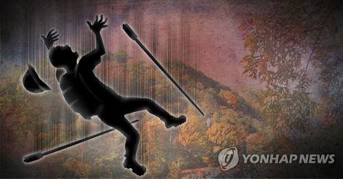 광주 동구 운림동 무등산에서 구름다리 난간이 붕괴돼 60대 여성이떨어져 숨졌다. [연합뉴스]