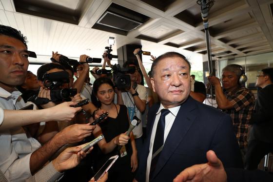 일본의 수출규제 해법 모색을 위해 일본 도쿄를 찾은 국회 방일단의 강창일 더불어민주당 의원. [연합뉴스]