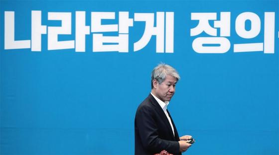주거복지에 가치를 두는 김수현 전 청와대 정책실장은 노무현 정부 때부터 부동산 정책을 관할했다. / 사진:연합뉴스