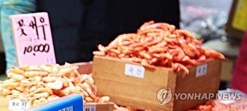시장에서 국산 꽃새우가 판매되고 있다. [연합뉴스]