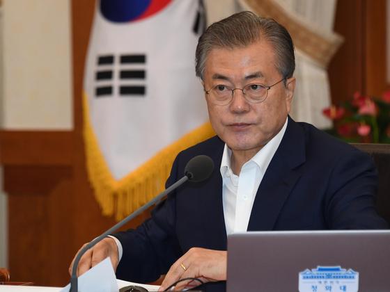 문재인 대통령이 16일 오전 청와대에서 열린 국무회의에서 모두발언을 하고 있다. 청와대사진기자단
