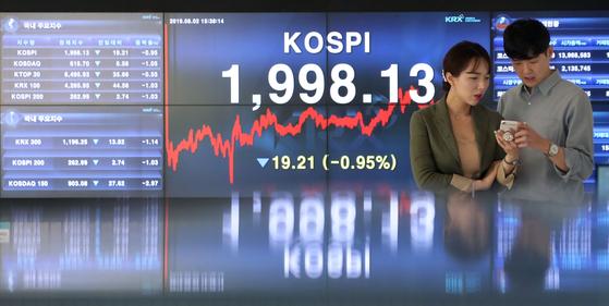 2일 일본 수출규제 확대와 미중 무역갈등 고조 등으로 코스피 2000선이 무너졌다. [한국거래소]