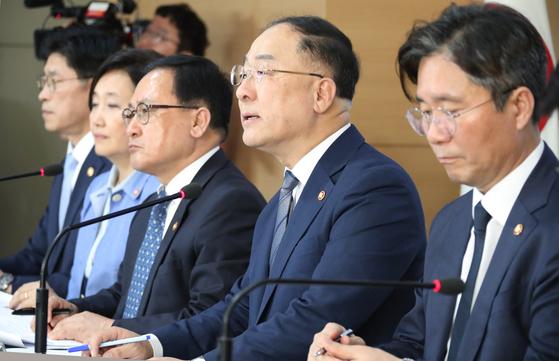 정부합동 브리핑, 굳은 표정의 장관들   (서울=연합뉴스)