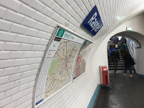 파리의 지하철역 내부. [중앙포토]