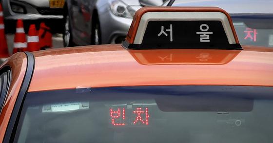 서울시는 심야시간 택시 동승 앱 '반반택시'가 서울 강남구 등 일부 지역에서 1일 오후 10시부터 서비스가 시작된다고 밝혔다. [연합뉴스]