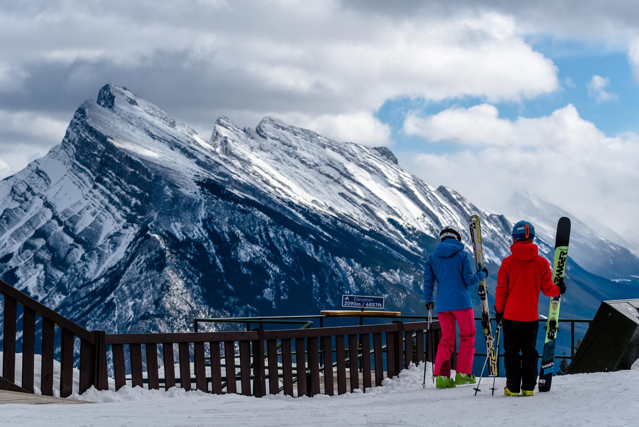 로키 산맥의 중심인 밴프 국립공원에는 세계 최고 수준의 스키장이 여럿 있다. 빅 3 스키장 중 하나로 꼽히는 밴프 노퀘이 리조트. [사진 캐나다관광청]