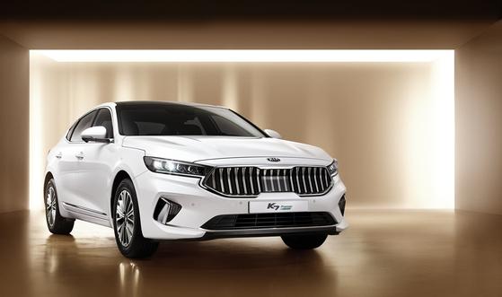 기아자동차의 K7이 7월 한 달간 우리나라에서 가장 많이 팔린 차종이 됐다. K7 1세대 출시(2009년) 이후 월간 베스트셀링카가 된 건 이번이 처음이다. [사진 기아자동차]