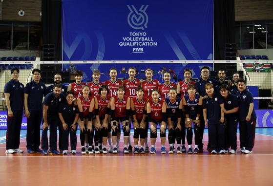 2일(한국시각) 러시아 칼리닌그라드에서 열린 한국과 캐나다의 E조 예선 1차전에 나선 한국 여자 배구 대표팀. [사진 국제배구연맹]