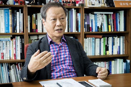 최열 환경재단 이사장이 17일 오후 서울 중구 환경재단 사무실에서 중앙일보와 인터뷰하고 있다. 장진영 기자