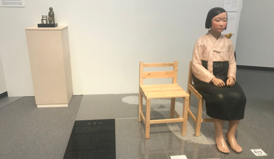 지난 1일 일본 아이치(愛知)현 나고야(名古屋) 개막한'아이치 트리엔날레 2019'의 기획전 '표현의 부자유전· 그 후'에 출품된 김운성 김서경 작가의 '평화의 소녀상'. [연합뉴스]