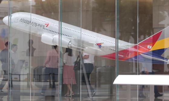 4일 국토교통부에 따르면 최근 3년간 비행기 탑승객 요청으로 이륙 전 비행기에서 내린 사례의 10건 중 5건(55%)은 공황장애나 심장이상 같은 건강상 이유였다.[연합뉴스]