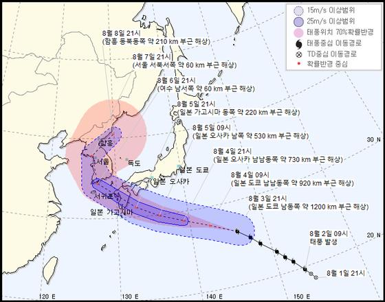 제8호 태풍 '프란시스코'의 예상 진로. 3일 오후 9시 현재. [자료 기상청]