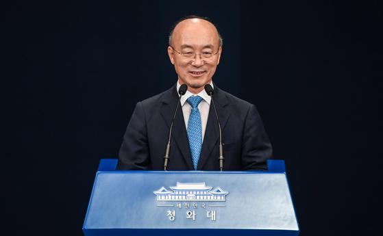 김조원 청와대 신임 민정수석이 지난달 26일 청와대 춘추관 대브리핑룸에서 소감을 밝히고 있다. 청와대사진기자단