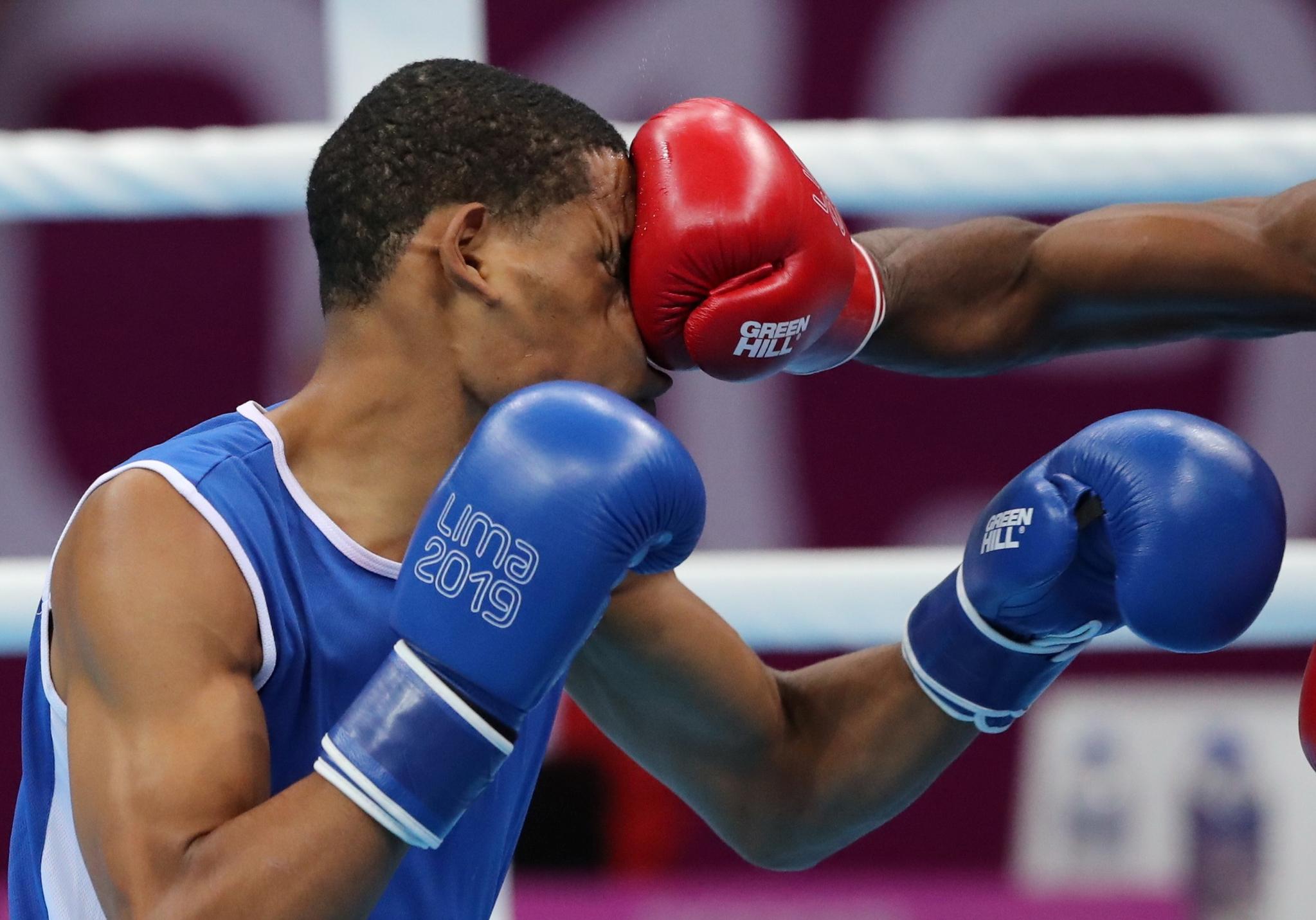 남자 라이트 웰터급 복싱 4강전. 쿠바의 앤디 크루즈(오른쪽)가 도미니카 공화국의 앙리 선수의 얼굴을 정통으로 가격하고 있다. [REUTERS=연합뉴스]