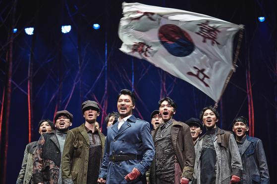 안중근 의사의 최후 1년을 다룬 창작 뮤지컬 '영웅'. 10주년 기념 투어의 마지막 시즌으로 지난달 23일부터 예술의전당 오페라극장에서 공연 중이다. [사진 에이콤]