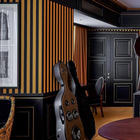 레스케이프 호텔의 '서머 팝업' 패키지의 '팝 뮤직 & 비디오 나이트' 테마의 방. 하이엔드 음향기기로 재즈를 즐길 수 있다. [사진 레스케이프]
