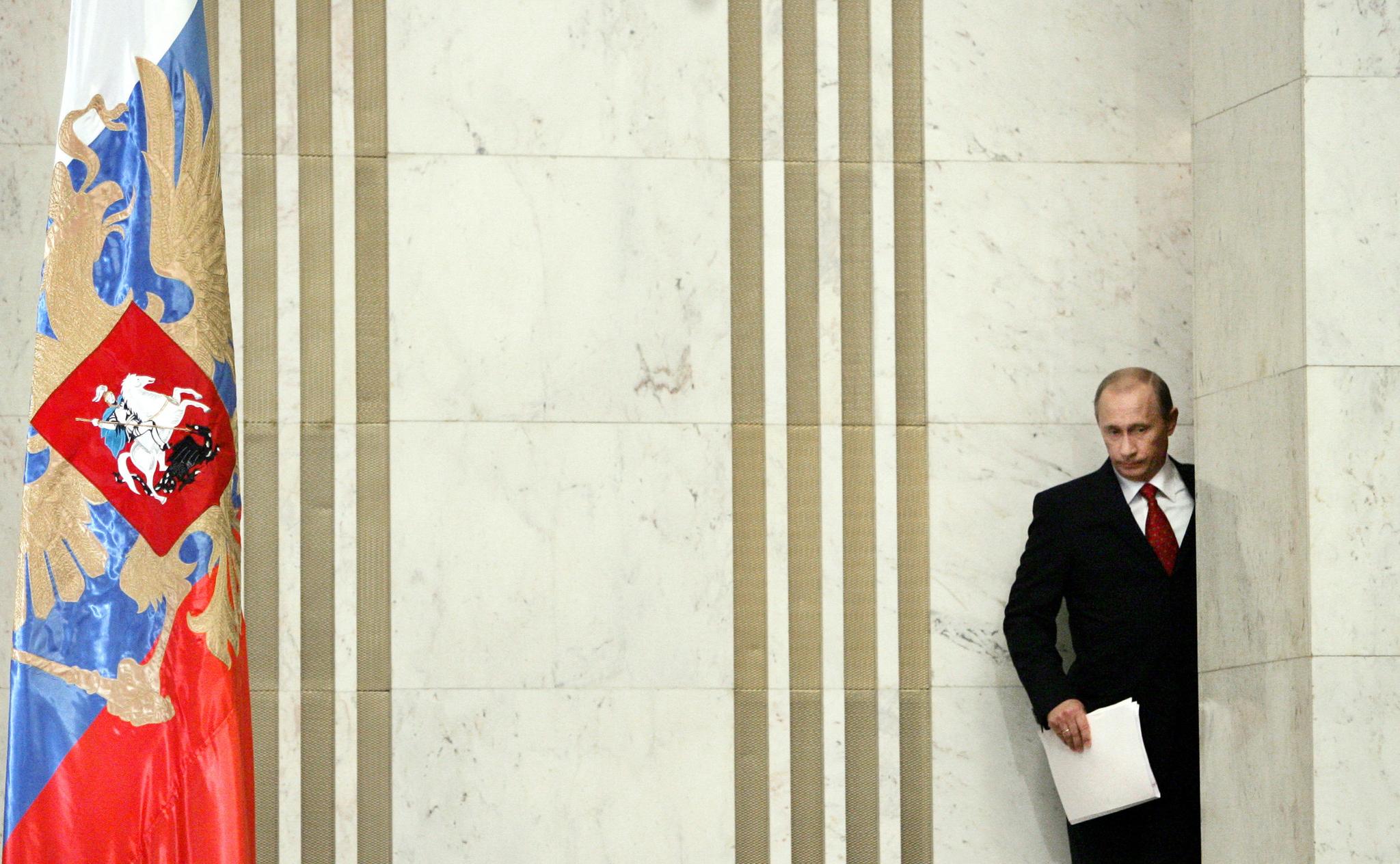 2006년 1월 31일, 연두 기자회견을 하기 위해 회견장으로 들어서는 푸틴. [AFP=연합뉴스]