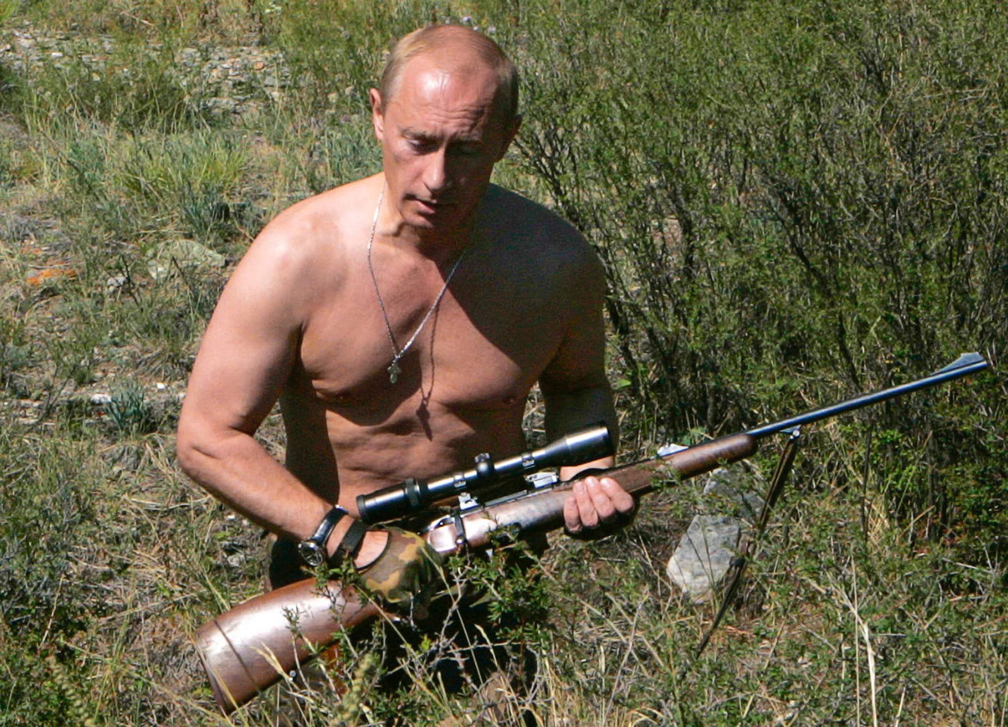 2007년 8월 15일, 근육질 상체를 드러낸 채 투바공화국 사냥터에서 휴가를 즐기는 푸틴. [AFP=연합뉴스]