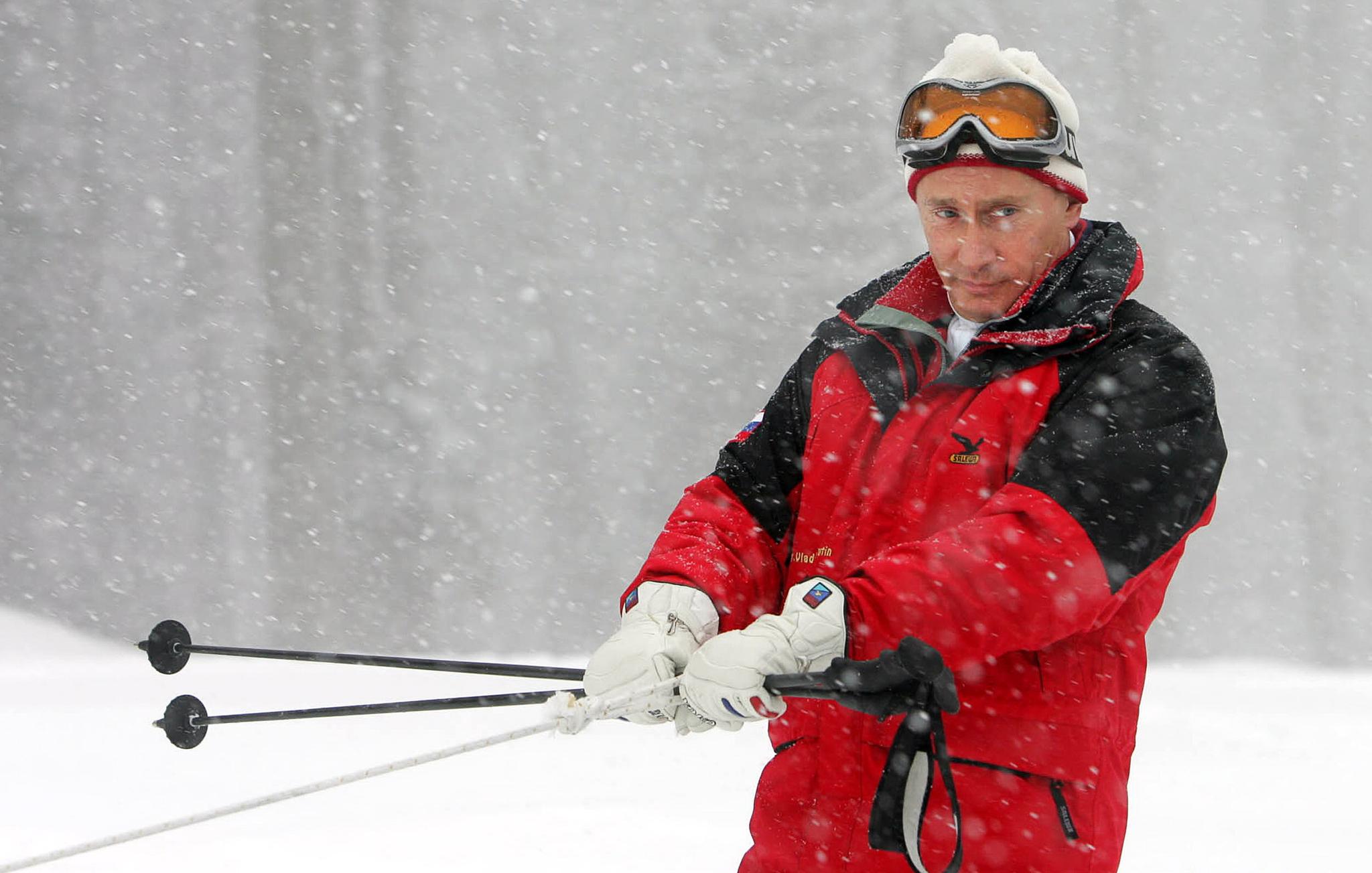 2007년 2월 20일, 소치 리조트에서 스노우모빌을 타는 푸틴. [AFP=연합뉴스]