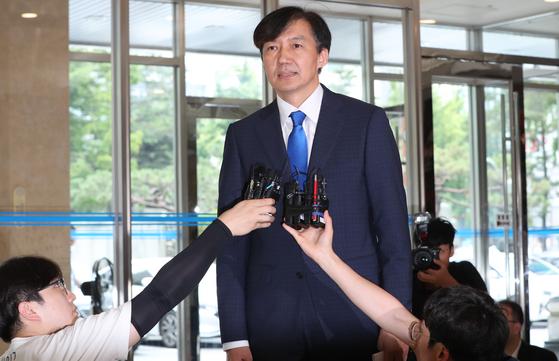 조국 법무부 장관 후보자가 9일 서울 종로구 적선현대빌딩에서 소감을 밝히고 있다. [뉴스1]
