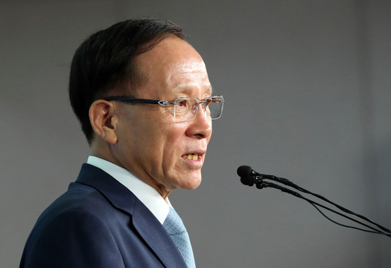 주미대사에 내정된 이수혁 더불어민주당 의원이 9일 오전 국회 정론관에서 기자회견을 하고 있다. 김경록 기자