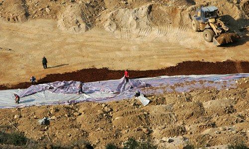 중국은 세계 희토류 시장에서 미국이 수입하는 물량의 80%을 담당하고 있다. 사진은 중국 희토류 광산. [중국 글로벌타임스 캡처]