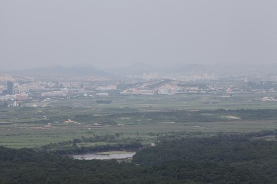 도라전망대에서 본 인구 35만의 북한 도시 개성. 최승표 기자
