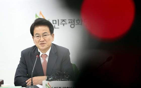 정동영 민주평화당 대표가 9일 오전 국회에서 열린 최고위원회의에서 모두발언하고 있다. 김경록 기자