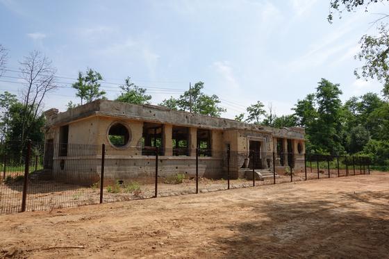 6ㆍ25전쟁 당시 피폭된 모습을 그대로 간직하고 있는 옛 장단면사무소. [사진 파주시]