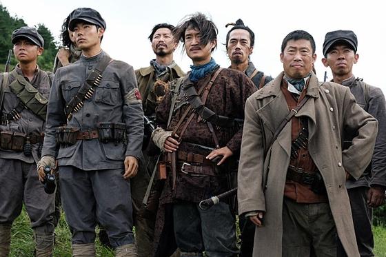 역사책 속에서 튀어난온 듯한 봉오동 전투의 주역들.