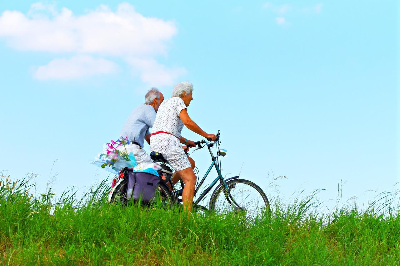 활기찬 노년을 즐기고자 하는 시니어들에게 운동을 통한 건강 관리는 필수이다. [사진 pixabay]