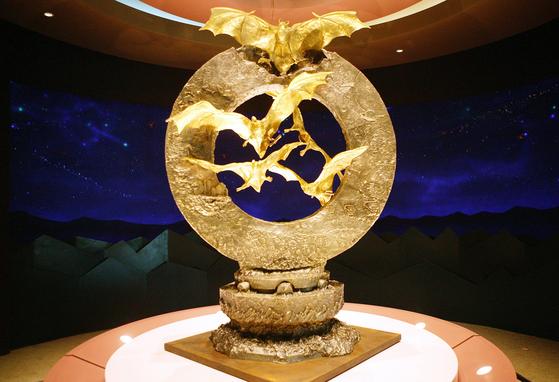함평군이 나비축제를 홍보하기 위해 제작한 순금 162kg짜리 황금박쥐 순금 조형물. 뉴시스