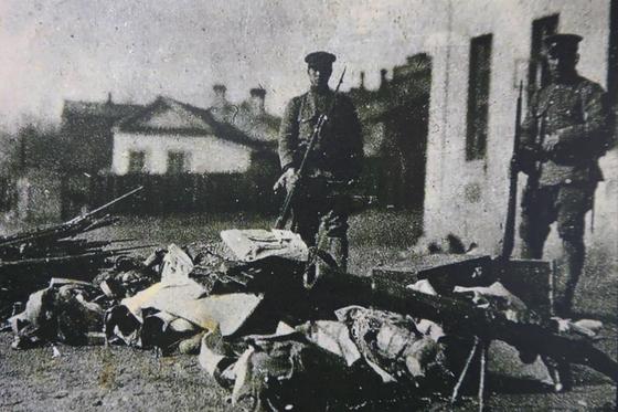 연해주 4월 참변 때 일본군이 노획한 독립군의 무기들.