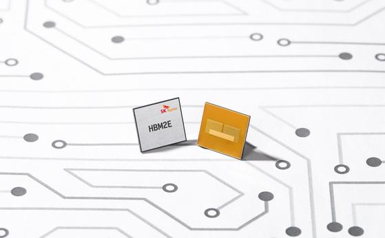 SK하이닉스가 개발한 차세대 고대역폭 메모리 'HBM2E D램'. [사진 SK하이닉스]