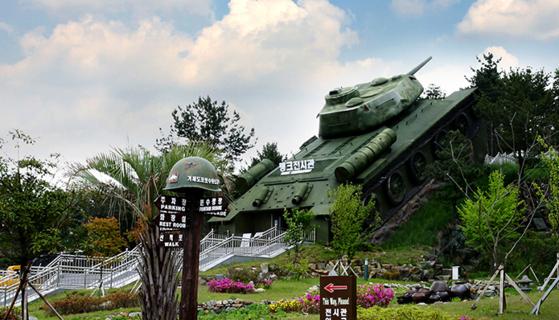 거제도 계룡산에 자락에 자리한 거제도포로수용소 유적공원. 한국전쟁 당시 가장 규모가 컸던 포로수용소였다. [사진 한국관광공사]