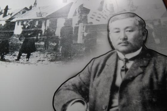 최재형 기념관에 전시된 사진. 2012년만 해도 최재형이 살았던 저택에는 러시아인이 살고 있어 내부를 볼 수도 없었다고 한다.