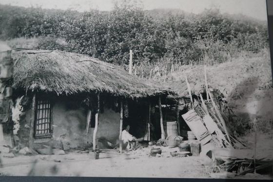 일제강점기 때 러시아 연해주로 건너간 한인의 집. 당시의 생활상을 엿볼 수 있다.