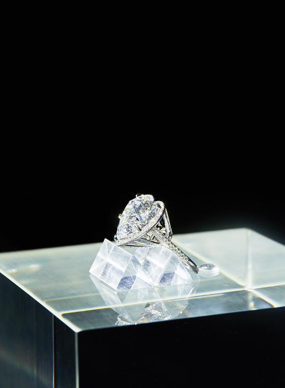 티파니 DDP 전시장. 다이아몬드의 여정이 끝나는 전시장 마지막 공간에선 하트 모양의 반지 등 티파니가 자랑하는 주얼리들을 볼 수 있다. [사진 티파니]