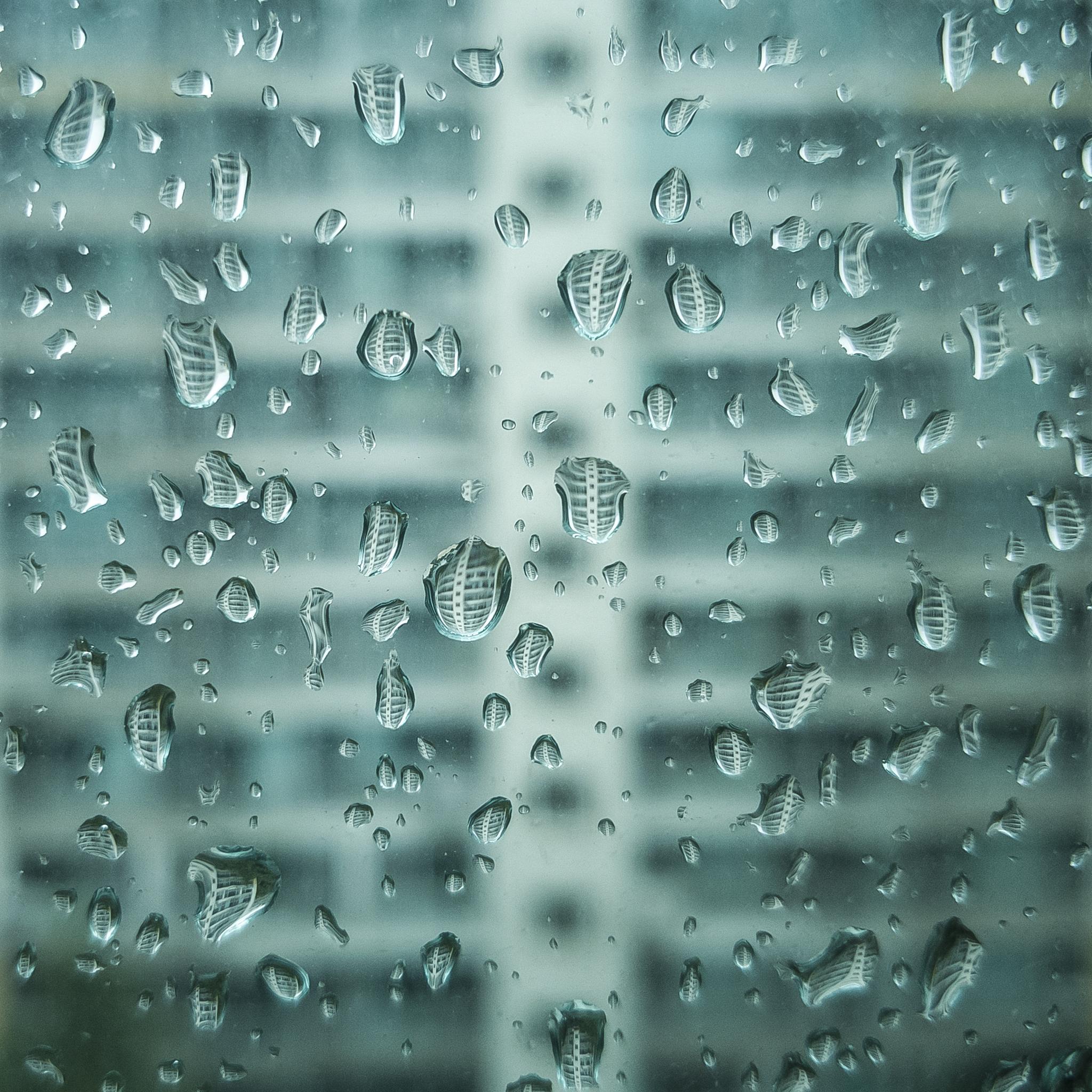 창에 맺힌 물방울 /20190812