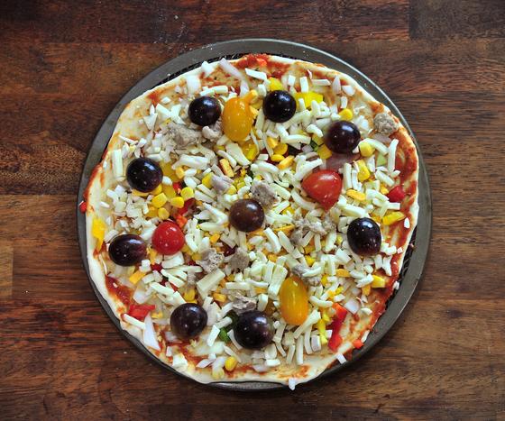 영동 포도로 만든 피자. 일반적인 토핑과 함께 반으로 자른 포도 알을 올렸는데 구운 후 먹어보니 치즈의 짠맛과 포도의 단맛이 잘 어울렸다.