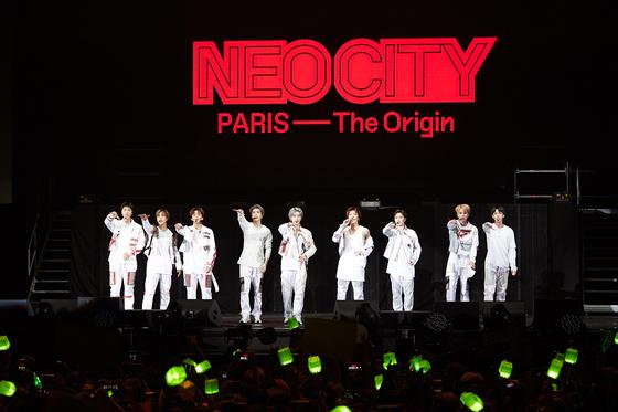 지난달 프랑스 파리 라 세느 뮤지컬에서 열린 NCT 127 콘서트. 첫 월드투어로 26개 도시에서 37회 공연을 진행했다. [사진 SM엔터테인먼트]